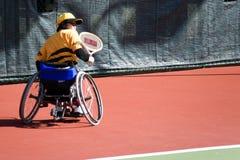 för tennisrullstol för inaktiverade personer kvinnor Arkivbild