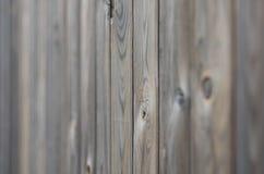 För träpanel för gammal grunge mörk brun modell med härlig abstrakt kornyttersidatextur, vertikal randig bakgrund eller bakgrunde royaltyfri foto