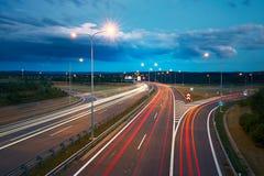 för trafik för nattvägtown dig Royaltyfria Bilder