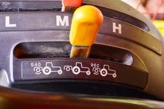 För traktorväxelspak för tre hastighet knopp arkivfoto