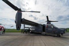 För transportflygplan för V/STOL militär Klocka Boeing V-22 fiskgjuse USA-flygvapen arkivbild