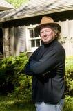 för trendig medelhög gård hattman för ålder fotografering för bildbyråer