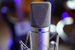 `` För `-Unretouched för allsång II slut för mikrofon för kondensator studio upp royaltyfria foton