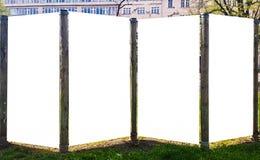 För Urban för stor utomhus- stad åtlöje för tecken för baner för affischtavla vit tom annonsering upp Isolerad mallurklippbana arkivfoton