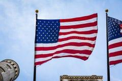 För USA för amerikanska flaggan Closeup Backlit hängande bakgrund patriotism royaltyfri foto