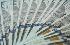 För USA för USA dollarpengar bakgrund för sedlar för pengar dollar Arkivbild