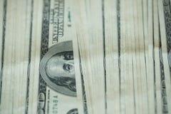 För USA för USA dollarpengar bakgrund för sedlar för pengar dollar Royaltyfri Foto