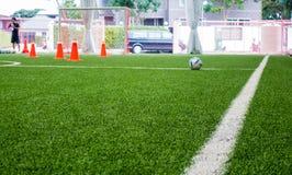 För utbildningsfält för inomhus fotboll suddighet för bakgrund Arkivfoto