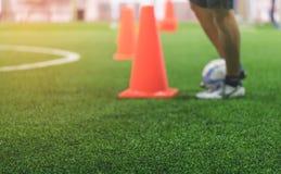 För utbildningsfält för inomhus fotboll suddighet för bakgrund Arkivbilder