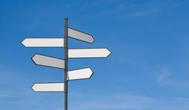 för vägmärketon för vinkel blå sikt wide Arkivbild