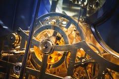 För världsklocka för tappning mekaniskt fragment arkivfoton