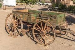 För vagnbluff för häst utdragen bluff Utah för mitt för besökare för fort royaltyfri bild