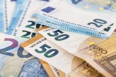 För valutaeuro för europeisk union bakgrund för räkningar för sedlar euro 2, 10, 20 och 50 Ekonomi för begreppsframgångrich På vi Royaltyfri Foto