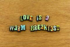 För varmt hem- boktryck frukostmål för förälskelse royaltyfria foton