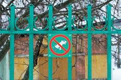 ` För varningstecken ingen pooping ` för hund, Arkivbilder