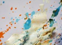 För vattenfärgmålarfärg för silvergrå vit orange slaglängder för borste, toner, fläckar royaltyfria foton