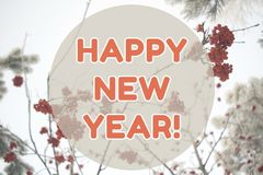 För vinterlandskap för lyckligt nytt år kort för bakgrund på pastellfärgade orange färger Royaltyfria Foton