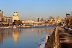För vinterMoskva för foto ljus cityscape arkivbild