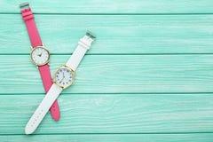 för watcheswhite för bakgrund tät övre wrist fotografering för bildbyråer