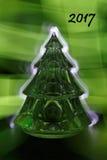 För xmas-träd för nytt år kort eller kalenderräkning 2017 som är upplyst vid klartecken royaltyfri fotografi
