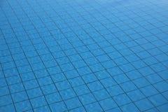 För yttersidabakgrund för simbassäng vatten texturerad reflexion för sommar royaltyfria foton