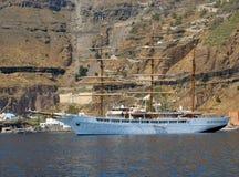 Förankrad segelbåt Arkivbild