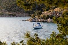 förankrad yacht Royaltyfri Bild