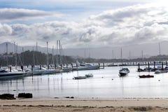 Förankrade små fiskebåtar Fotografering för Bildbyråer