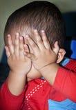 Förargat behandla som ett barn gesten Royaltyfria Bilder