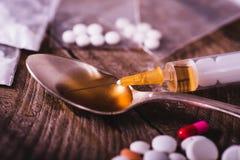 Förböd droger och vikter - gripandebrottslingar Fotografering för Bildbyråer