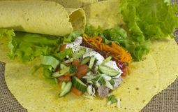 Förbered en läckra Shawarma arkivfoton