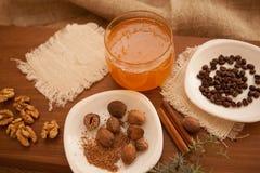 Förbered smakliga kakor bolts muttrar för sammansättningsbegreppsfamilj Arkivfoton