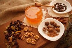 Förbered smakliga kakor bolts muttrar för sammansättningsbegreppsfamilj Royaltyfri Foto