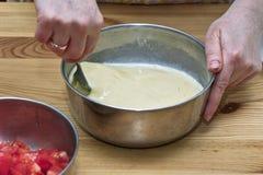Förbereda ägg. Royaltyfria Bilder