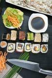 Förbereda den japanska sushi Royaltyfri Bild