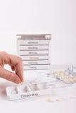 Förbereda droger för att ta med handen Arkivbilder