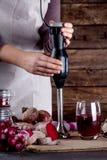 Förbereda en rödbetafruktsaft Royaltyfri Fotografi
