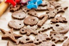 Förbereda kakor för jul Arkivbilder