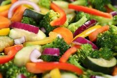 Förbereda och laga mat matgrönsakbakgrund arkivfoton