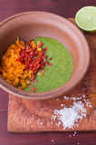 Förbereda salsasås Royaltyfria Bilder