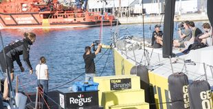 Förbereda sig för avvikelsen av loppet, som går runt om världen att segla i den Valencian gemenskapen, Alicante Spanien Royaltyfri Bild