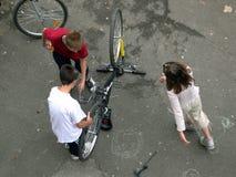 förbereda sig för cykel royaltyfri bild
