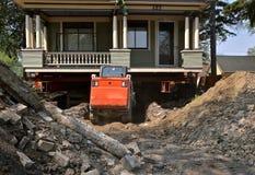 Förbereda sig för ett nytt fundament på ett enormt gammalt hus arkivfoton