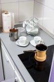 förbereda sig för kaffe Arkivfoto