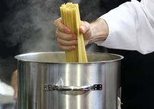 förbereda sig för kockpasta Royaltyfri Fotografi