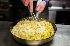 förbereda sig för pasta royaltyfri bild