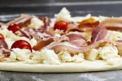 Förbereda sig för Pizza Arkivbild
