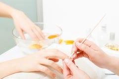 Förbereda sig spikar för manikyr, driftiga tillbaka nagelband royaltyfria bilder