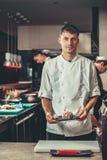 Förbereda sushiuppsättningen i restaurangkök Royaltyfri Bild