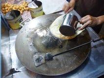 Förbereda traditionell martabakkokkonst Royaltyfri Bild
